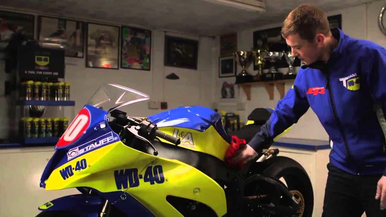 WD-40-Specialist-Motorbike-Wachspolitur-Motorrad-polieren