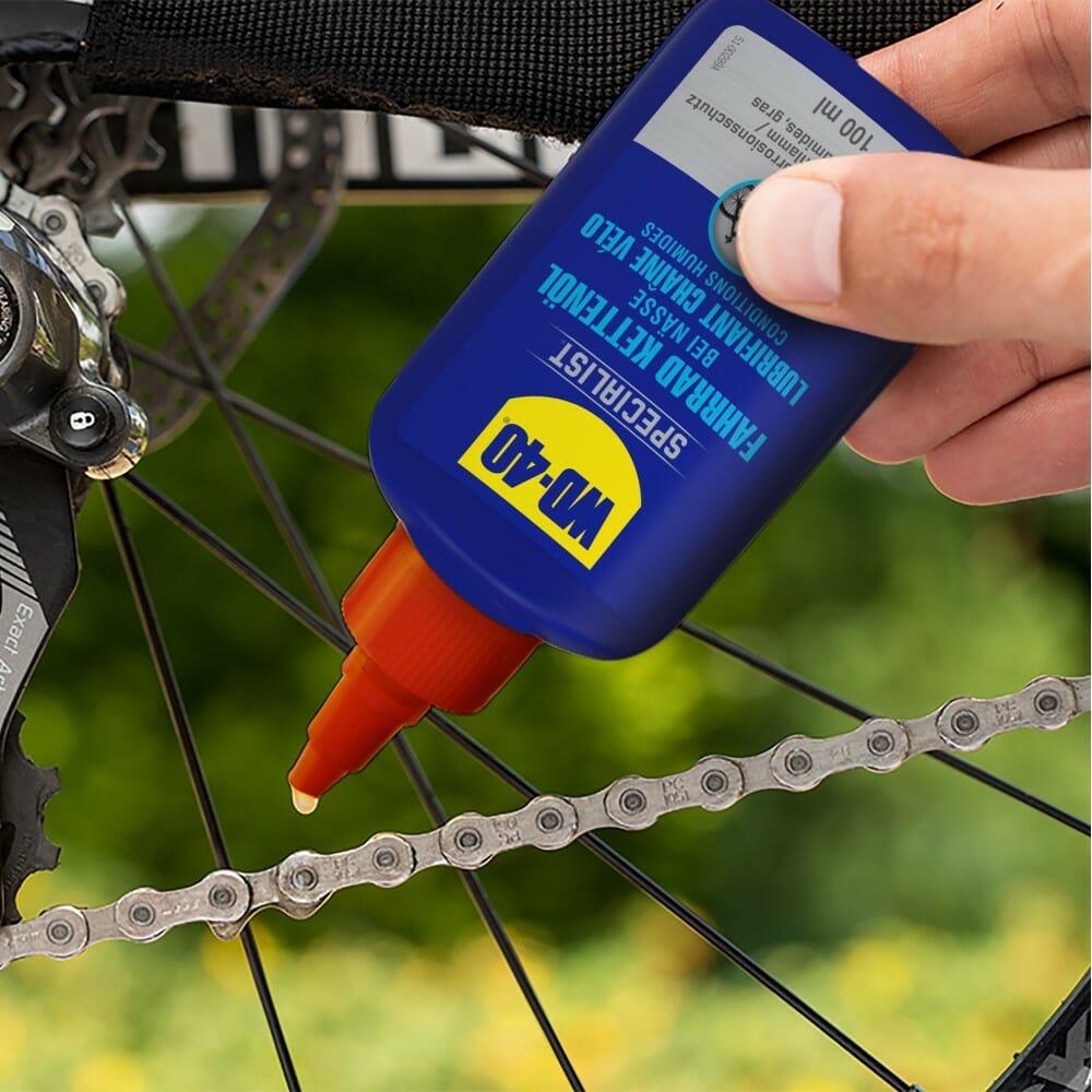 WD40-SPECIALIST-Fahrrad-Kettenöl-bei-Nässe-Kette-schmieren